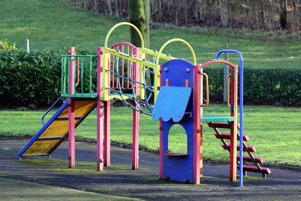 aire de jeux coloré en plein air
