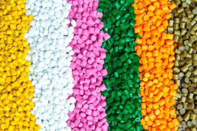 plastique multicolore sous format de granulé