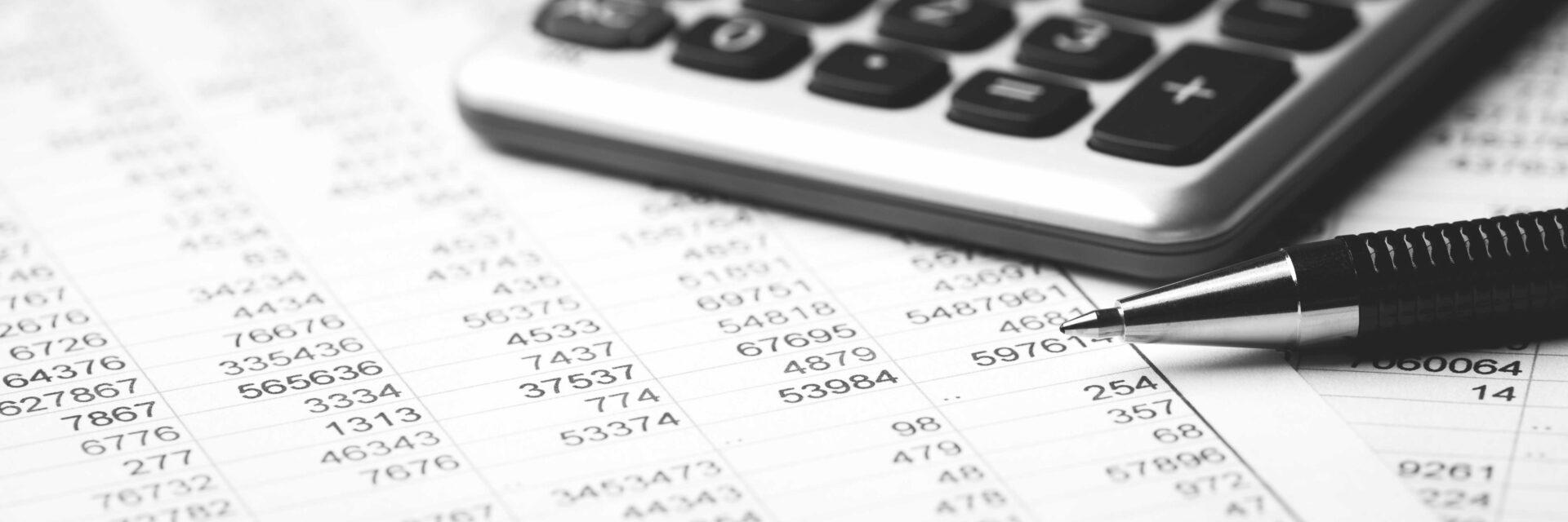 Gestion comptable de filiale en Allemagne en train d'être calculé à la calculatrice