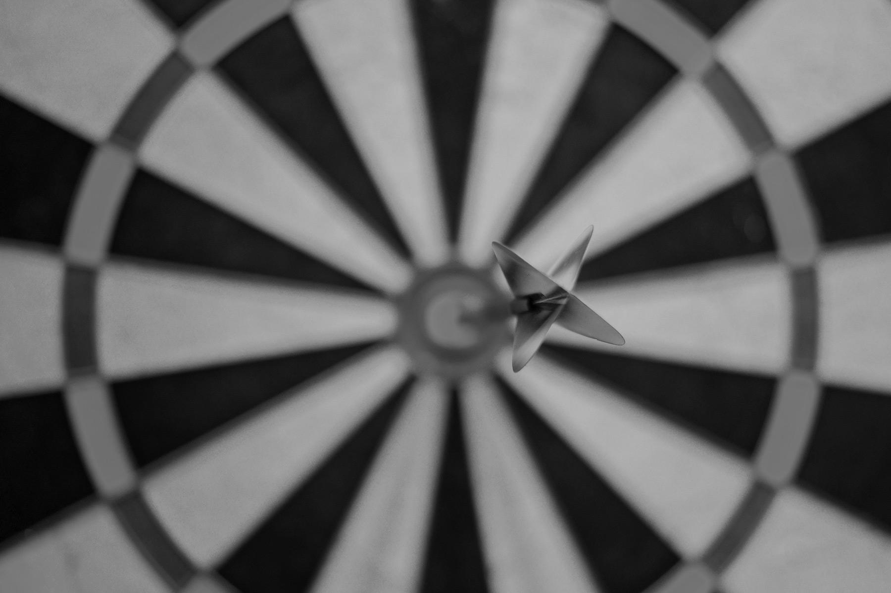 cible avec une flèche plantée au centre symbolisant les success stories en Allemagne